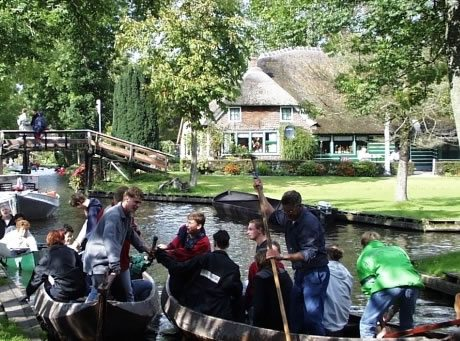 punting in Giethoorn