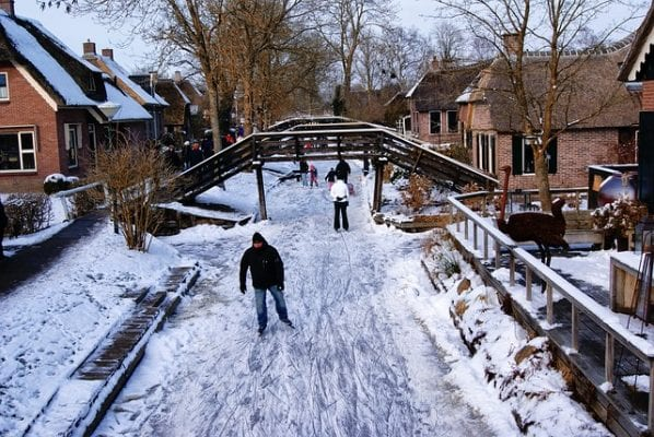ice skating in Giethoorn