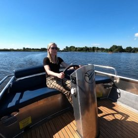 whisper boat hire in cast horn boat rental Giethoorn