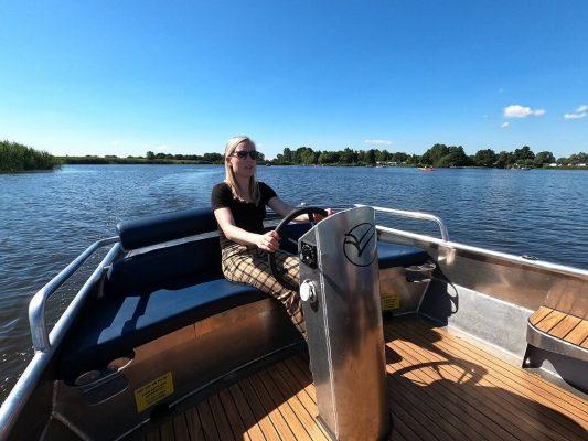 fluisterboot huren in giethoorn bootverhuur giethoorn